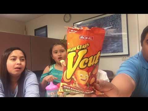 Kids try Filipino snacks