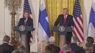 2017-08-29-10-23.Trump-confuses-two-blond-Finnish-journalists