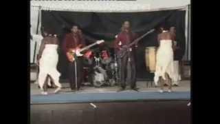 De Wonderfu Twins Live On Stage  Europe - Edo Music Videos