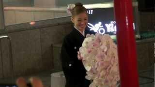 2012年12月24日 東京宝塚劇場雪組千秋楽、舞羽美海さんの出待ちです。