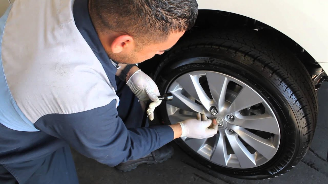 Keyes Woodland Hills >> Tip: Under 7-Minute Guide on How to Change a Flat Tire - Keyes Woodland Hills Honda - YouTube