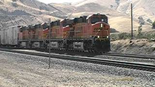 Gambar cover Two BNSF trains meet at Caliente, CA / Loads of GEVO's and DASH9's!