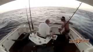 Смешные случаи на рыбалке- прикольная рыбалка!(Смешные случаи на рыбалке и забавные неудачи рыбаков при попытке поймать рыбу! Приколы на рыбалке- смешная..., 2014-06-03T13:32:01.000Z)