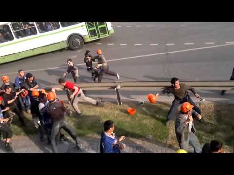 Crazy big fight in Moscow Russia between asian builders