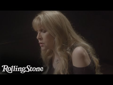 Stevie Nicks Performs 'Blue Water'