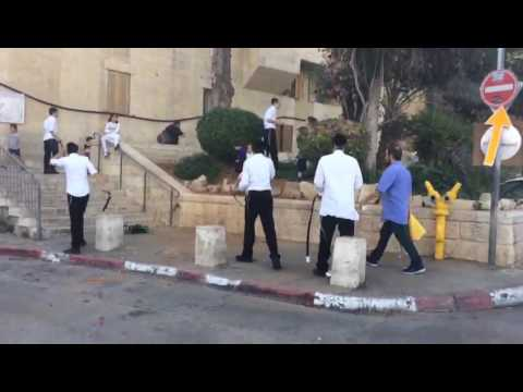 Talmidei yeshiva and Arab male stand off in Jerusalem