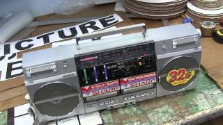 Repeat youtube video Sharp GF-575 ZB Black Boombox Box Superstore getting a ship box Operating on Batteries