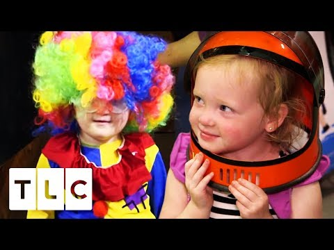The Quints Help Pick Out Their Halloween Costumes | Outdaughtered
