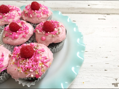 CHOCOLATE CUPCAKES WITH RASPBERRY CREAM CHEESE FROSTING