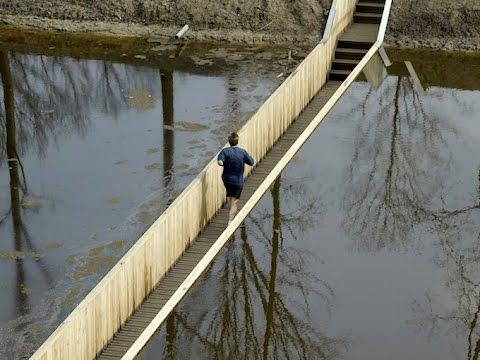 Мост по имени Библейского персонажа Моисея.