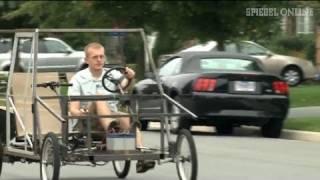 Pedale statt PS: Abenteuerliches Bastler-Auto - SPIEGEL TV