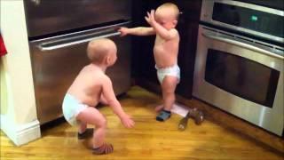 שיחת התאומים עם כתוביות בעיברית