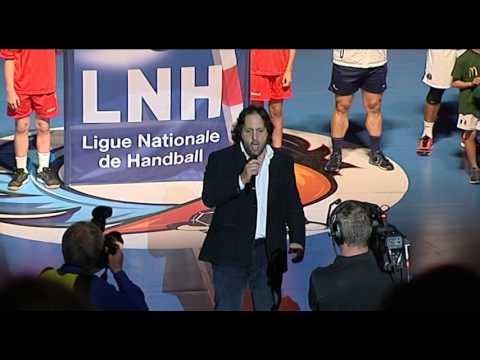 Omar Hasan interprétant la Marseillaise