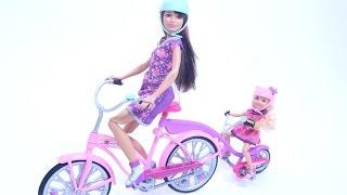 Download Video Barbie ve Kız Kardeşi Bisiklete Biniyor MP3 3GP MP4