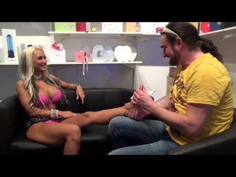 Penelope Piper Offers Up Her Size 8 FeetKaynak: YouTube · Süre: 1 dakika41 saniye