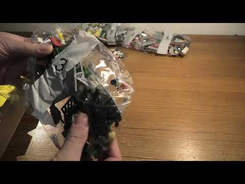 unboxing-lego-creator-townhouse-pet-shop-&-cafe-set-31097-4k