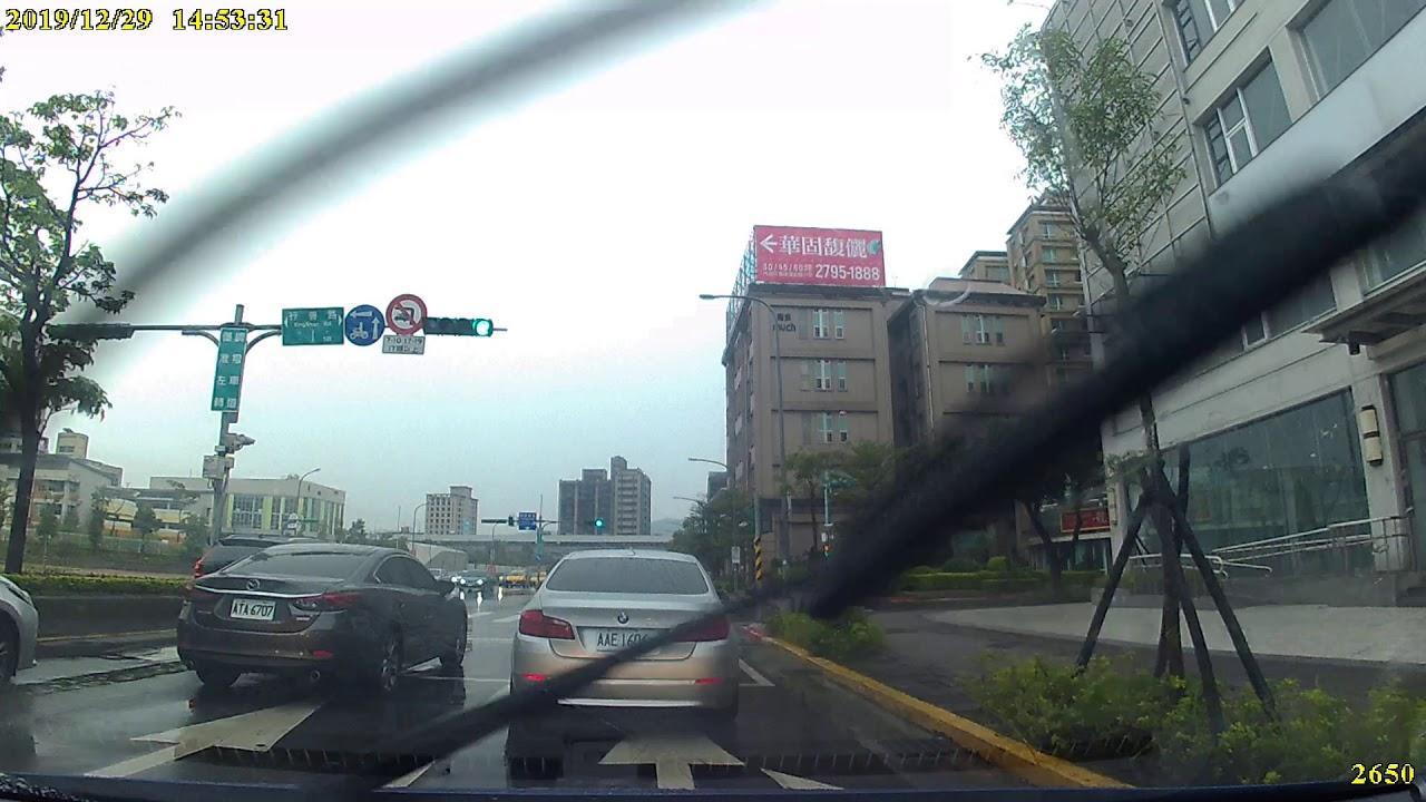 汽車AAE-1606號右轉彎未依規定使用方向燈 - YouTube