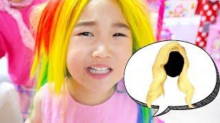 Boram princesses Raiponce et jouer avec des jouets de maquillage