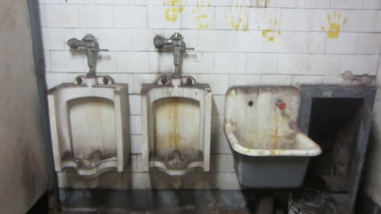 vintage new york bathroom