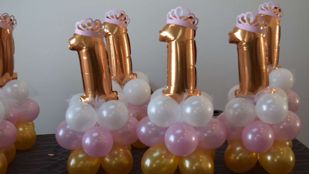 1st birthday princess party balloon decoration centerpiece for Balloon decoration for 1st birthday party