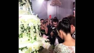 Сарина-Эрика Турецкая режет с мужем свадебный торт