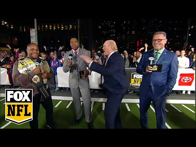 Daniel Cormier joins the FOX NFL crew during halftime | FOX NFL