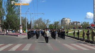 Парад военных оркестров в честь Дня победы в Одессе(9 мая на площади 10 апреля прошел парад военных оркестров. Также у стелы Крылья победы представители местной..., 2015-05-09T12:43:02.000Z)