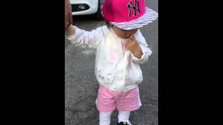 키즈모델포스의 이쁜딸 스냅백쓰고 달리기 놀이