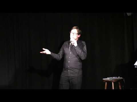 Harry Kienzler: Hubschrauberpilot - live im Club Voltaire
