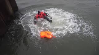 구명조끼 착용 상태에서 물에 뛰어드는 방법 (탈출조끼,…