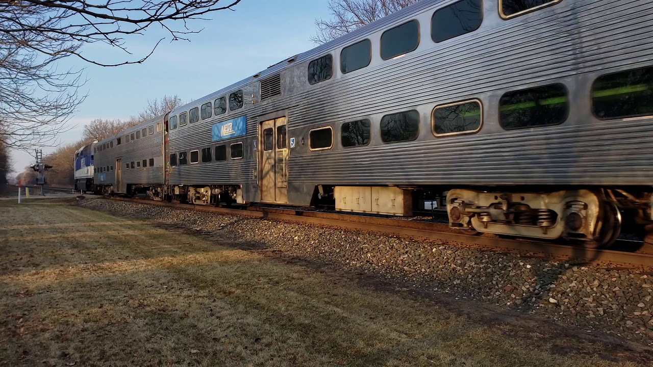 Amtrak train 8 with dash 8 meets metra 90 at lake forest