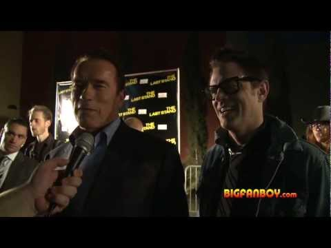 arnold-schwarzenegger-&-johnny-knoxville-interview-on-the-last-stand-red-carpet-in-dallas