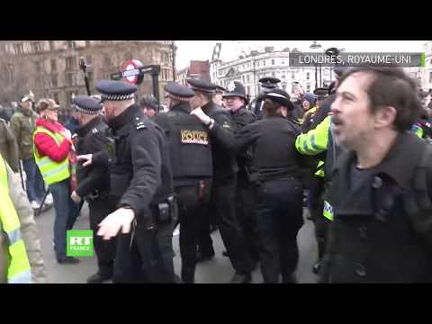 Heurts entre police et Gilets jaunes à Londres lors d'une marche contre l'austérité