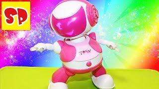 Робот TOSY танцует  распаковываем играем Disco Robo TOSY(Полина распакует интерактивную игрушку диско-робота TOSY. С помощью специальной програмы, им можно управлят..., 2016-03-06T08:27:14.000Z)