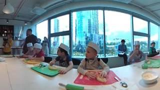 Видео 360°. Кулинарный мастер-класс в Детском кафе(Видео 360°. Кулинарный мастер-класс в Детском кафе Ельцин Центра 18 сентября 2016 года. Вижео: Игорь Гром., 2016-09-19T13:21:03.000Z)
