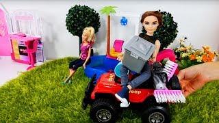 #Барби и чистильщик бассейна 🏊 Игры #Барби. Видео для девочек(Барби решила искупаться в бассейне, но там оказалось столько мусора! Кукла Барби вызывает чистильщика..., 2017-01-11T12:47:32.000Z)