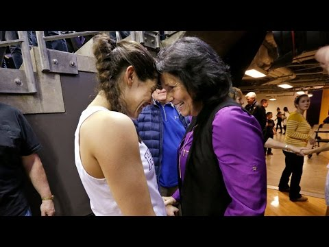 Highlight: Kelsey Plum drops 57 points on senior day to become NCAA all-time leading scorer