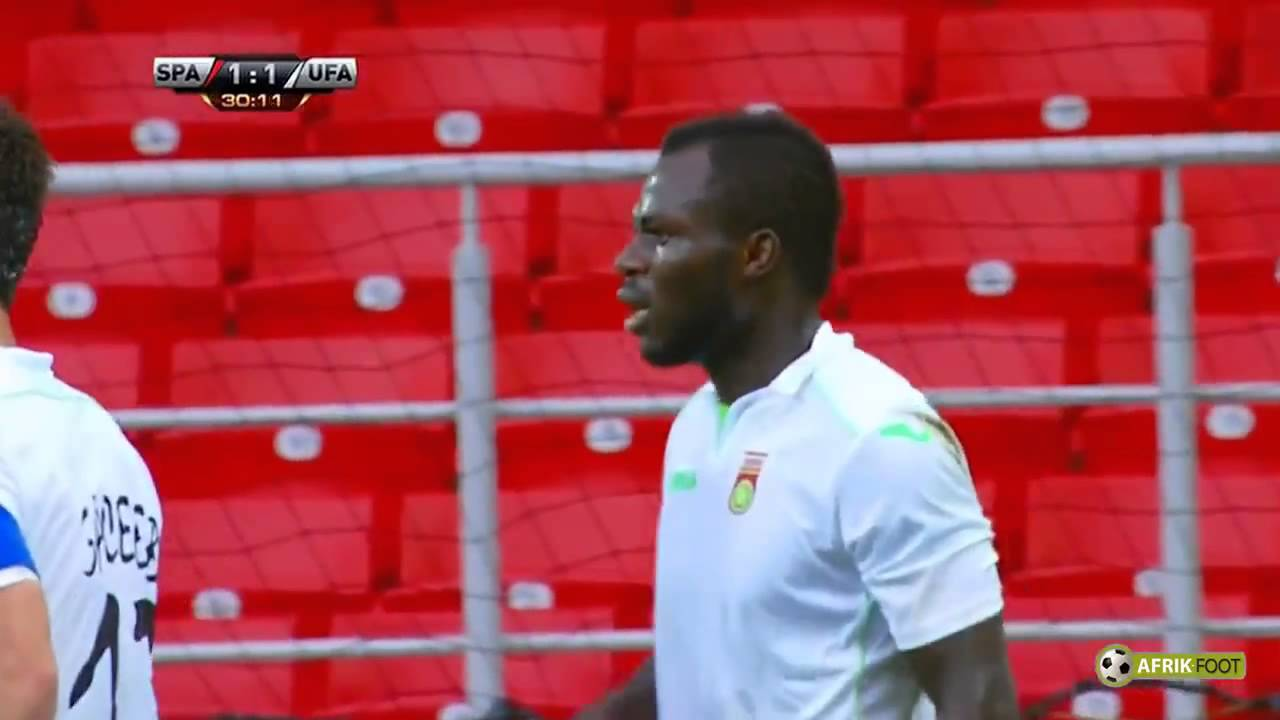 "Emmanuel Frimpong shows ""Middle Finger"" to Spartak Moscow fans + Red Card"
