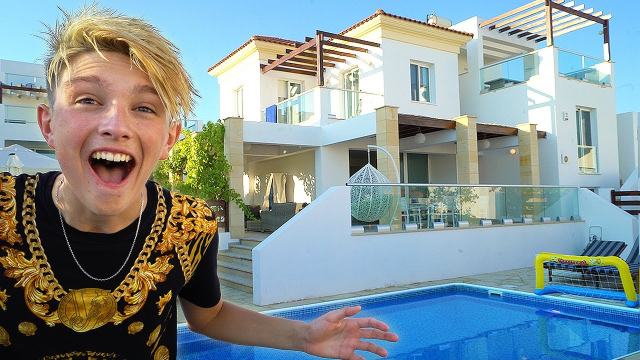 Kid Moves Into A 1 000 000 Mansion Aged 15 New House