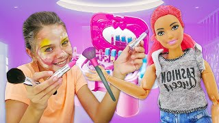 Видео для девочек. Супер Челлендж с косметикой! Красимся с закрытыми глазами!