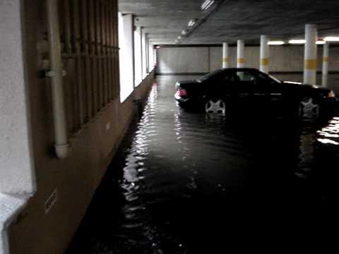 Long Beach flood into building.mpg