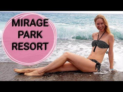 Майли Сайрус и Лиам Хемсворт наслаждаются пляжным отдыхом
