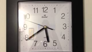 Smooth sweeping second hand clock