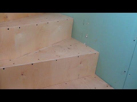 Лестница на даче. Обшивка фанерой.