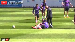 Neymar and Rafinha fight with each other in Barcelona training