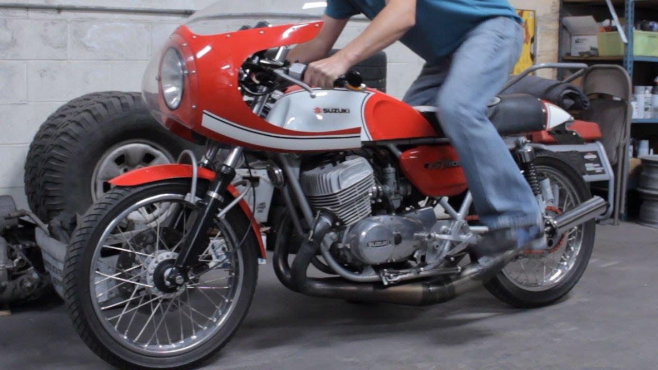 motorcycle kick start demonstration: 1976 suzuki gt500 cafe racer