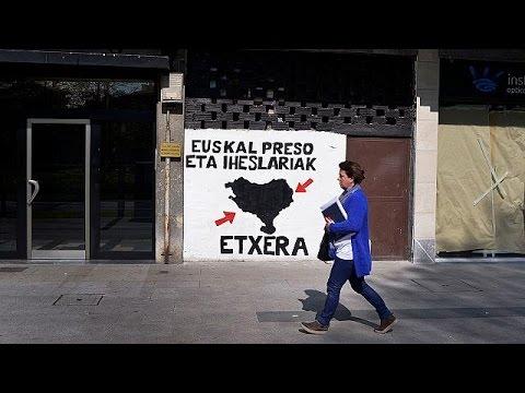 """Eta, addio alle armi. Consegnati gli arsenali. Madrid: """"Non avranno nulla in cambio"""""""