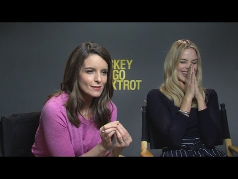 Tina Fey and Margot Robbie Turn The Tables on Reporter