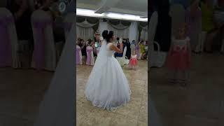 Это лучшая свадьба,лучшая песня,самая красивая невеста!