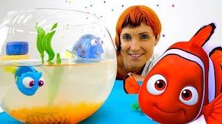Видео для детей. 2 игрушки Дори. Игра в доктора и бассейн с шариками для игрушечной рыбки.(Вы смотрели мультфильм